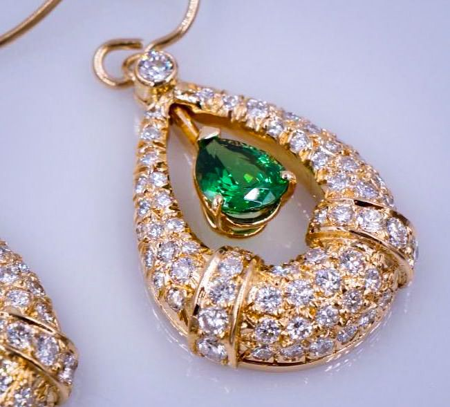 Tsavorite_Green_Garnet_Earrings
